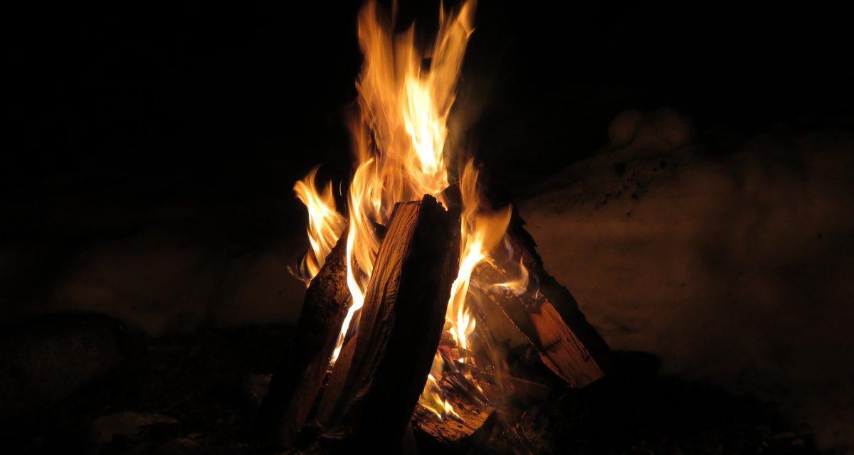 Kan jeg gjøre opp ild nå?